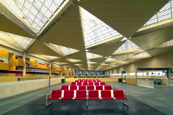 Wojtek Gurak - Zaragoza Delicias Station designed by Carlos Ferrater